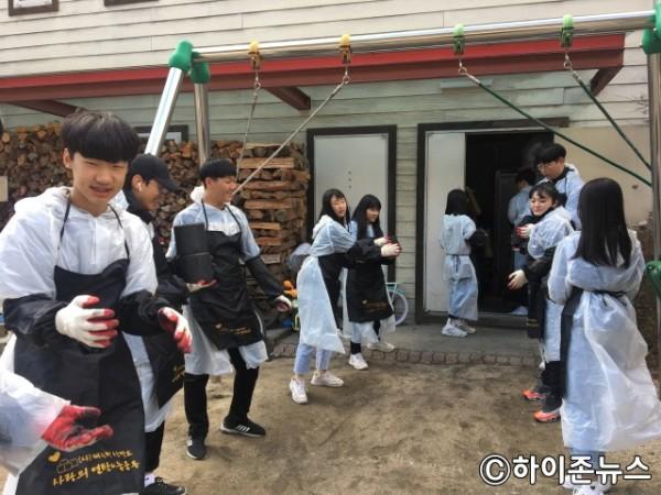 batch_[크기변환]태백시청소년참여기구 연탄봉사사진.jpg